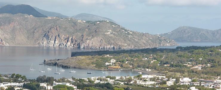Blick vom Vulcano in die Porto di Polente