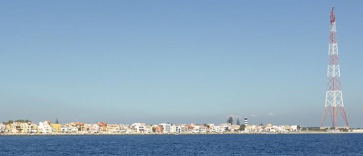"""Blick zurück in die """"Einfahrt"""" der Starsse von Messina"""